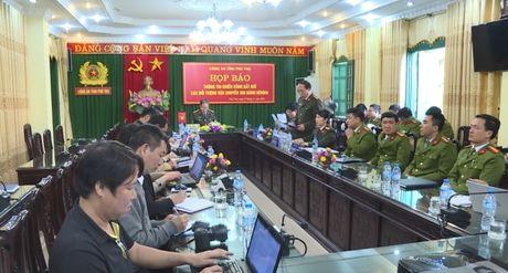 Phu Tho: Bat 4 doi tuong van chuyen trai phep 300 banh heroin - Anh 2