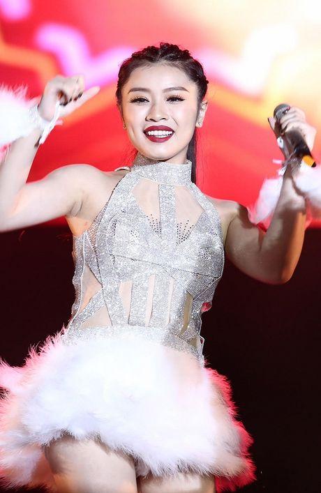 Thu Hang dien do xuyen thau sexy het co trong tiec am nhac tai TP HCM - Anh 5