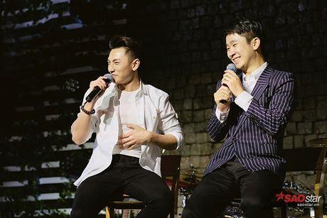 'Thai tu' Isaac thay den 5 bo trang phuc, dau tu het muc cho buoi hop fan Ha Noi - Anh 18