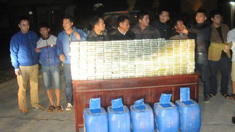 Tai xe van chuyen 300 banh heroin dam hong xe canh sat hong thoat than - Anh 1