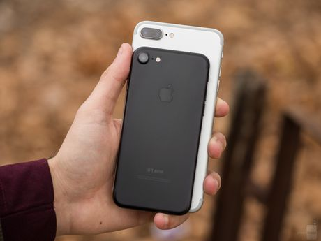 iPhone 7 Plus co dang tien hon iPhone 7? - Anh 2