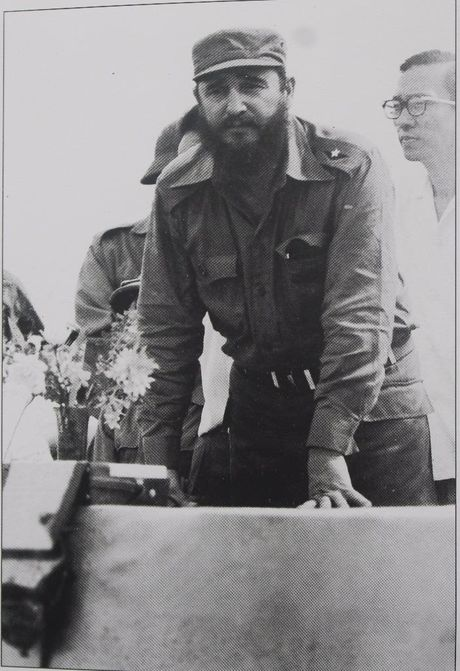 Gap nguoi chup 250 buc anh Fidel Castro tai Viet Nam - Anh 10