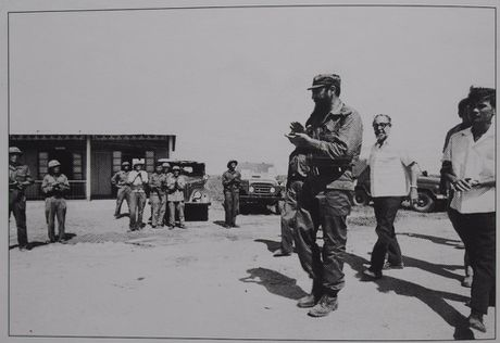 Gap nguoi chup 250 buc anh Fidel Castro tai Viet Nam - Anh 13