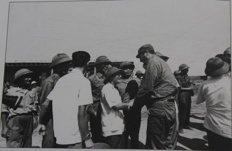 Gap nguoi chup 250 buc anh Fidel Castro tai Viet Nam - Anh 3