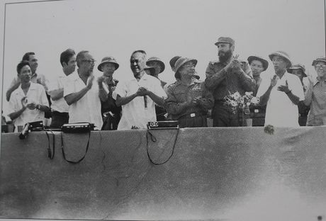 Gap nguoi chup 250 buc anh Fidel Castro tai Viet Nam - Anh 5