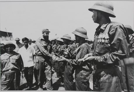 Gap nguoi chup 250 buc anh Fidel Castro tai Viet Nam - Anh 7