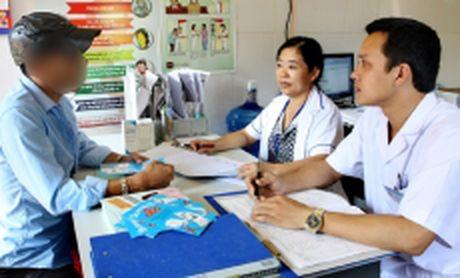 Thuc hien muc tieu 90-90-90 de ket thuc dich HIV/AIDS tai Viet Nam - Anh 1
