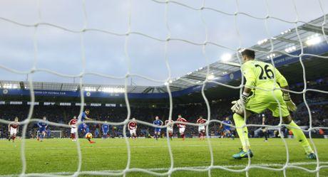 Leicester hoa hu via 2-2 nho penalty o phut bu gio cuoi - Anh 4