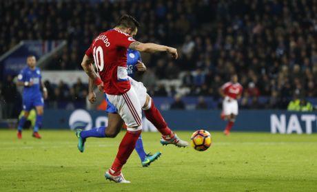 Leicester hoa hu via 2-2 nho penalty o phut bu gio cuoi - Anh 5
