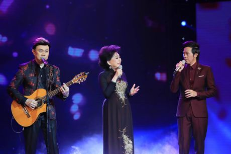 Ho Van Cuong lay nuoc mat khan gia o live show Giao Linh - Anh 12