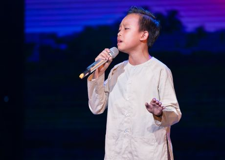 Ho Van Cuong lay nuoc mat khan gia o live show Giao Linh - Anh 2