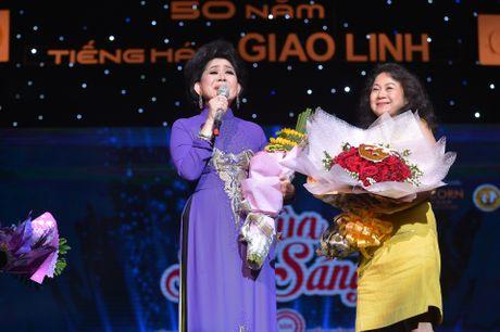 Ho Van Cuong lay nuoc mat khan gia o live show Giao Linh - Anh 9