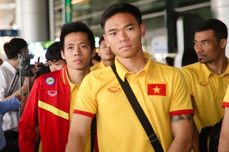 Fan nu hao hung don Cong Phuong tro ve cung tuyen Viet Nam - Anh 3