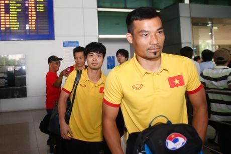 Fan nu hao hung don Cong Phuong tro ve cung tuyen Viet Nam - Anh 4