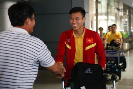 Fan nu hao hung don Cong Phuong tro ve cung tuyen Viet Nam - Anh 5