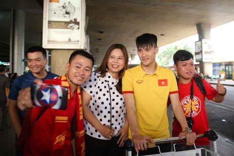 Fan nu hao hung don Cong Phuong tro ve cung tuyen Viet Nam - Anh 7