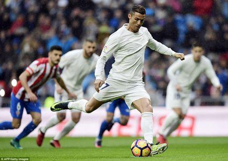 Video Real - Gijon: 'Cuu tinh' Ronaldo - Anh 1