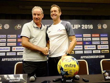 HLV Alfred Riedl hy vong bong da Indonesia 'doi doi' nho du ban ket AFF Cup - Anh 1