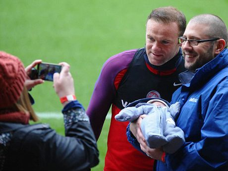 Rooney se cam fan 'tu suong' voi minh - Anh 2