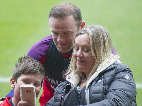Rooney se cam fan 'tu suong' voi minh - Anh 3