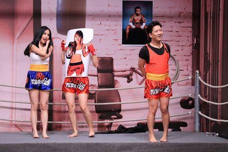 Clip: Truong Giang 'ep' Mai Ho hat lai bai cua Hari Won - Anh 1
