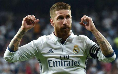 Doi hinh trong mo cua Van der Vaart: Ronaldo linh xuong hang cong - Anh 3