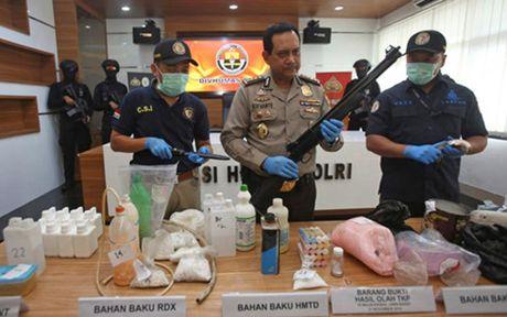 Indonesia pha am muu danh bom nham vao cac toa nha chinh phu - Anh 1