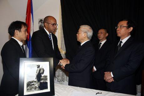 Lanh dao Dang, Nha nuoc vieng lanh tu Cuba Fidel Castro - Anh 1