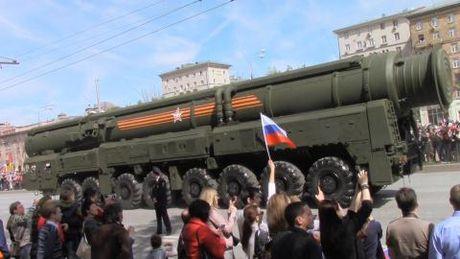 Putin lenh tang toc san xuat vu khi doi thu chua co - Anh 1