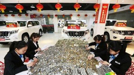 TQ: Danh xe cho tien le nang no ca lop di mua xe sang - Anh 1