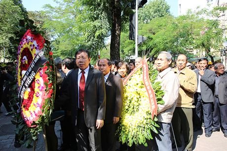 HN: Doan nguoi lang le xep hang vieng Chu tich Fidel Castro - Anh 4