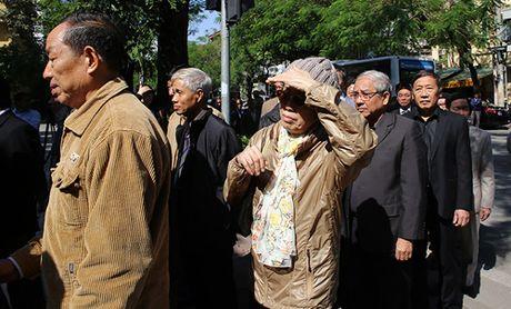 HN: Doan nguoi lang le xep hang vieng Chu tich Fidel Castro - Anh 6
