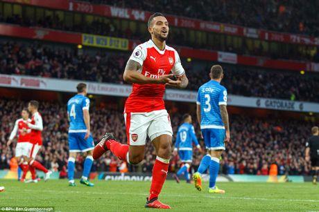 Arsenal 3-1 Bournemouth: Sanchez giai han thang 11 cho Phao thu - Anh 2