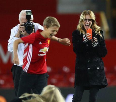 'Nguoi Dan Ba Dep' Julia Roberts cuoi tha ga sau tran hoa cua Man Utd - Anh 6