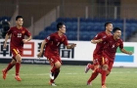 Ha Noi T&T thu viec trung ve tung khoac ao U20 Duc - Anh 4