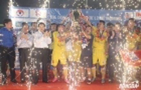 Ha Noi T&T thu viec trung ve tung khoac ao U20 Duc - Anh 5
