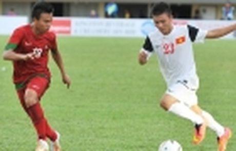 Ha Noi T&T thu viec trung ve tung khoac ao U20 Duc - Anh 6