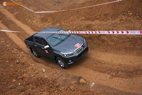 Cam lai ban tai Toyota Hilux 2016 gia tu 697 trieu tai VN - Anh 10