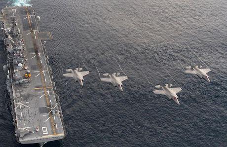 Hoanh trang tau do bo LHA-6 cho 12 tiem kich F-35B - Anh 3