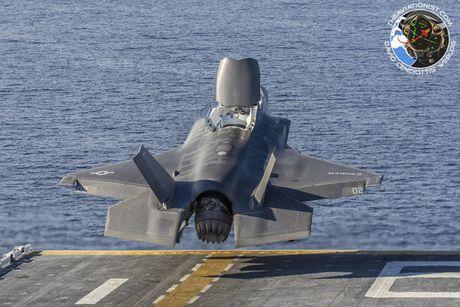 Hoanh trang tau do bo LHA-6 cho 12 tiem kich F-35B - Anh 5