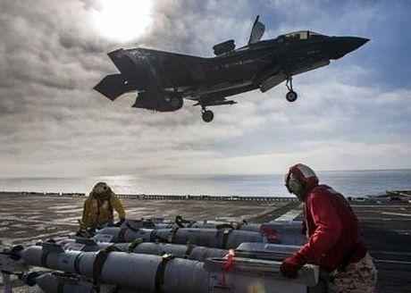 Hoanh trang tau do bo LHA-6 cho 12 tiem kich F-35B - Anh 7