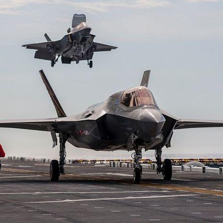 Hoanh trang tau do bo LHA-6 cho 12 tiem kich F-35B - Anh 9