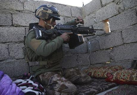 Hinh anh dac nhiem Iraq tien sau vao dong Mosul - Anh 7