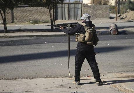 Hinh anh dac nhiem Iraq tien sau vao dong Mosul - Anh 9