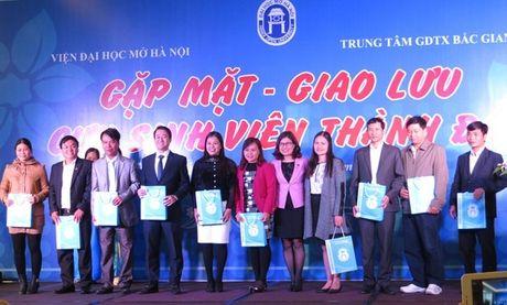 Vien Dai hoc Mo Ha Noi giao luu voi cuu sinh vien thanh dat tai Bac Giang - Anh 1