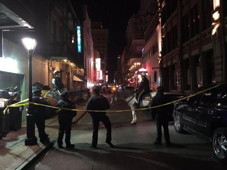 Xa sung kinh hoang o New Orleans, 10 nguoi thuong vong - Anh 1