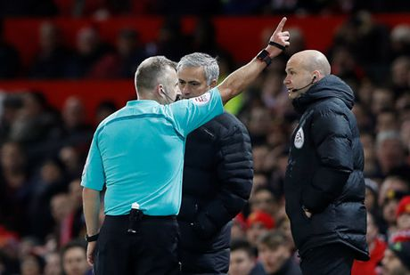 Mourinho bi truat quyen chi dao, M.U chi co 1 diem truoc West Ham - Anh 3