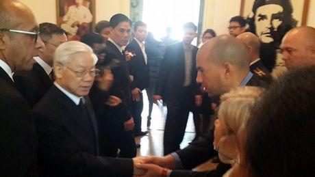Tong bi thu Nguyen Phu Trong vieng ong Fidel Castro - Anh 1