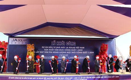 Khoi dong nha may pin mat troi 320 trieu USD tai Bac Giang - Anh 1