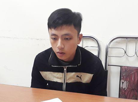 Bat hai doi tuong van chuyen phao no - Anh 2